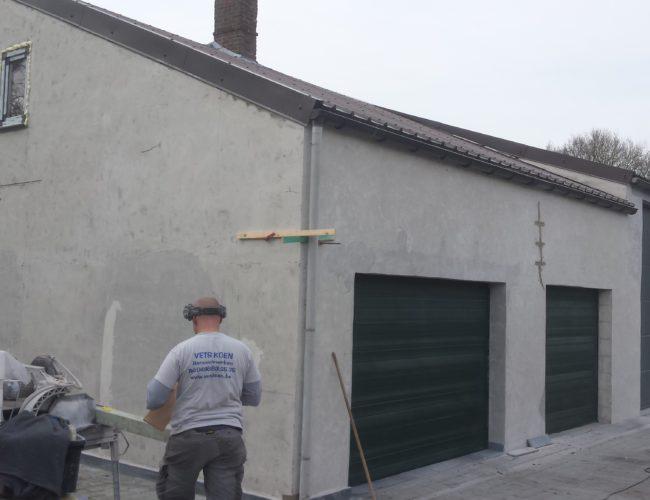 gevel in steenstrips garage voor